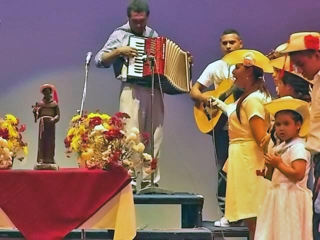 Las Pastoras de San Benito, cantaron y bailaron