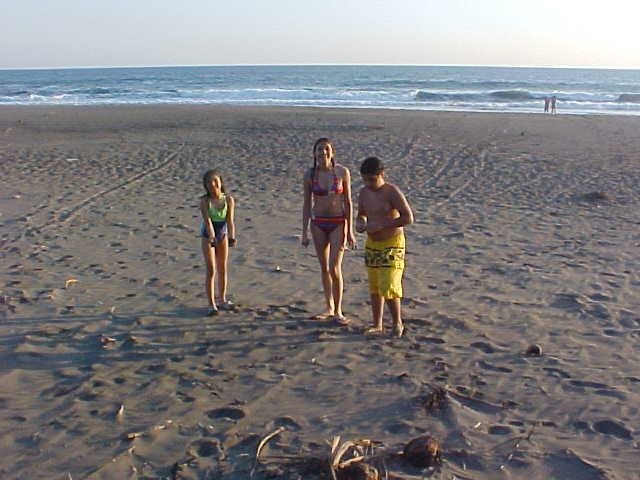 Niños en el mar MVC-019S