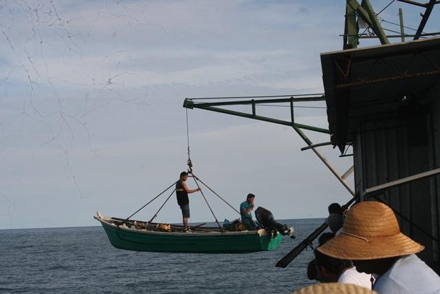 Pescadores en el puerto de La Libertad IMG_1555