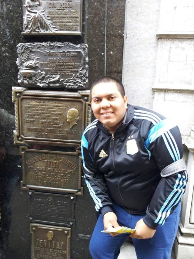 Lucio en la tumba de Evita Perón
